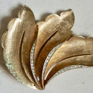 Vintage Leafy Gold Tone Rhinestone Brooch
